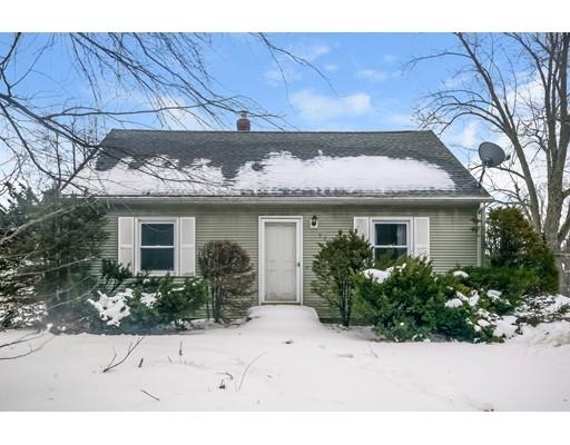 واحد منزل الأسرة للـ Sale في 561 Burnett Road 561 Burnett Road Chicopee, Massachusetts 01020 United States