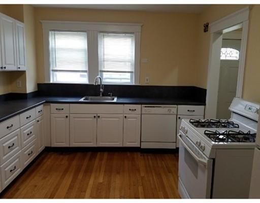 Appartement en copropriété pour l à louer à 93 Jewett St. #2 93 Jewett St. #2 Newton, Massachusetts 02458 États-Unis