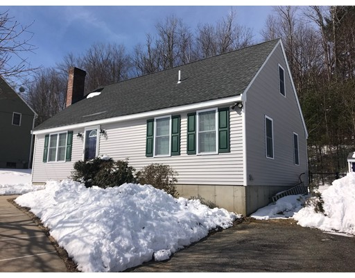 Casa Unifamiliar por un Venta en 79 Bear Hill Road 79 Bear Hill Road Gardner, Massachusetts 01440 Estados Unidos