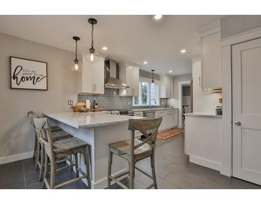独户住宅 为 销售 在 26 Oakledge Road 26 Oakledge Road 韦克菲尔德, 马萨诸塞州 01880 美国