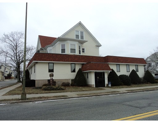 Casa Multifamiliar por un Venta en 2265 ACUSHNET Avenue 2265 ACUSHNET Avenue New Bedford, Massachusetts 02745 Estados Unidos