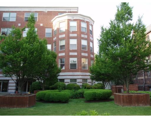 Частный односемейный дом для того Аренда на 25 Marion Street 25 Marion Street Brookline, Массачусетс 02446 Соединенные Штаты