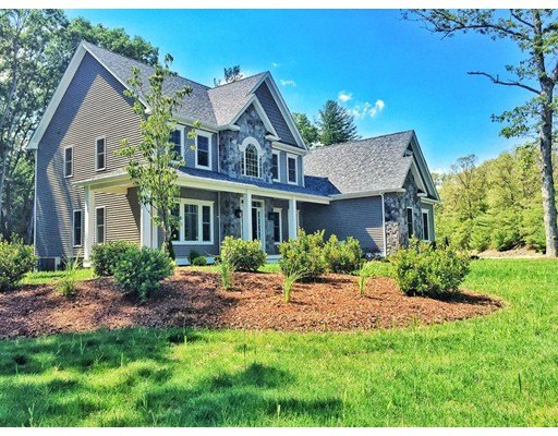 Single Family Home for Sale at 122 Coach Road Plainville, Massachusetts 02762 United States