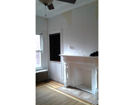 Casa Unifamiliar por un Alquiler en 16 Howland Street Boston, Massachusetts 02121 Estados Unidos