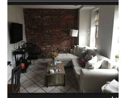 Casa Multifamiliar por un Venta en 17 Thacher Street Boston, Massachusetts 02113 Estados Unidos