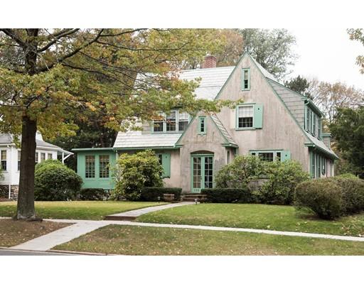 Maison unifamiliale pour l Vente à 533 Lynn Fells Parkway 533 Lynn Fells Parkway Melrose, Massachusetts 02176 États-Unis