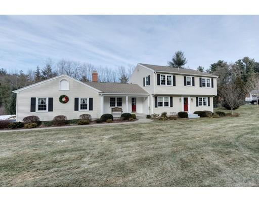 Maison unifamiliale pour l Vente à 8 Southwood Road 8 Southwood Road Wilbraham, Massachusetts 01095 États-Unis