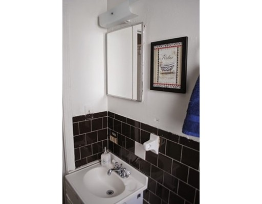 独户住宅 为 出租 在 17 Garfield Avenue Revere, 02151 美国