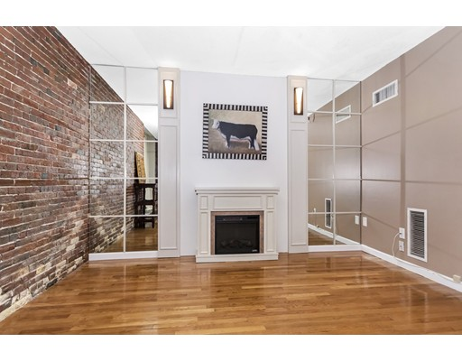 Condominio por un Venta en 42 8Th Street 42 8Th Street Boston, Massachusetts 02129 Estados Unidos