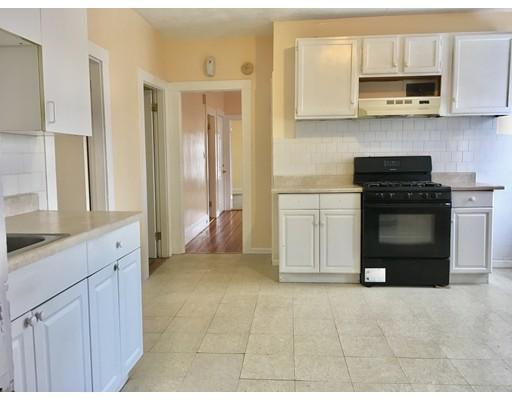 Частный односемейный дом для того Аренда на 613 Warren Avenue 613 Warren Avenue Brockton, Массачусетс 02301 Соединенные Штаты