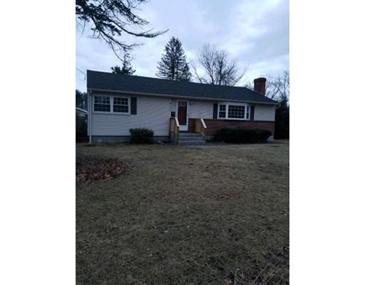 Maison unifamiliale pour l Vente à 398 Theresa Street 398 Theresa Street Fitchburg, Massachusetts 01420 États-Unis