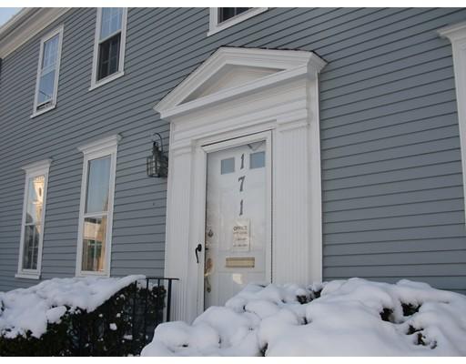 Таунхаус для того Аренда на 171 High Street #1 171 High Street #1 Newburyport, Массачусетс 01950 Соединенные Штаты