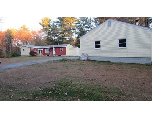 Additional photo for property listing at 111 Coburn  Tyngsborough, Massachusetts 01879 Estados Unidos
