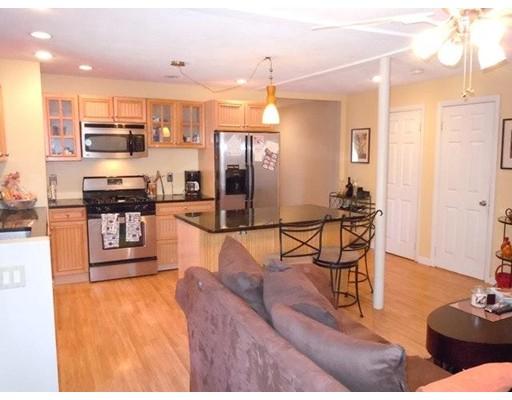 Casa Unifamiliar por un Alquiler en 98 Spring Medford, Massachusetts 02155 Estados Unidos