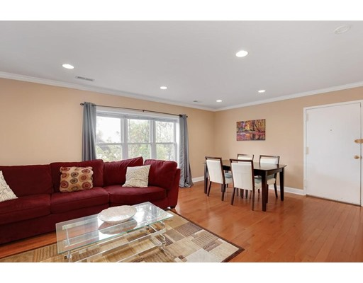 Casa Unifamiliar por un Alquiler en 152 Newton Street Boston, Massachusetts 02135 Estados Unidos