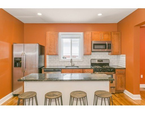 Additional photo for property listing at 10 ROCKLAND Avenue  Boston, Massachusetts 02119 Estados Unidos