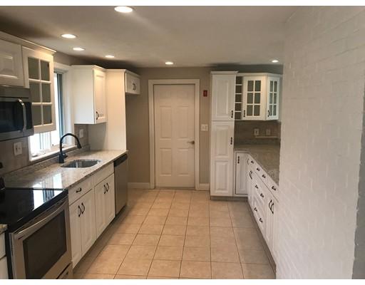 Maison unifamiliale pour l Vente à 48 Poole Circle 48 Poole Circle Holbrook, Massachusetts 02343 États-Unis