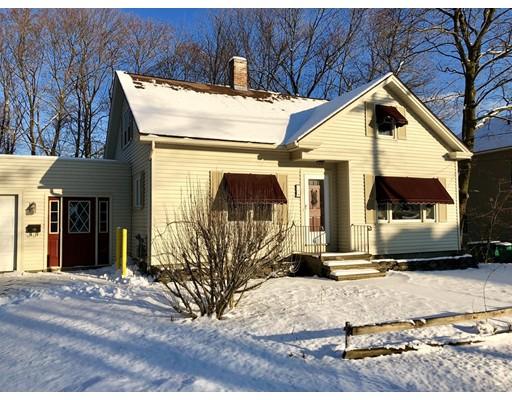 Maison unifamiliale pour l Vente à 175 East Street 175 East Street Fitchburg, Massachusetts 01420 États-Unis