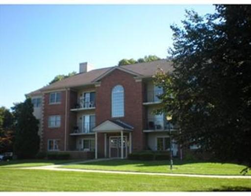 Кондоминиум для того Аренда на 22 Maple Crest Cir #L 22 Maple Crest Cir #L Holyoke, Массачусетс 01040 Соединенные Штаты