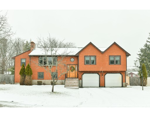 Casa Unifamiliar por un Venta en 9 Coach Lane 9 Coach Lane Dedham, Massachusetts 02026 Estados Unidos