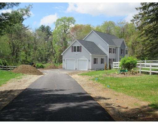 واحد منزل الأسرة للـ Sale في 77 Concord Road 77 Concord Road Chelmsford, Massachusetts 01824 United States