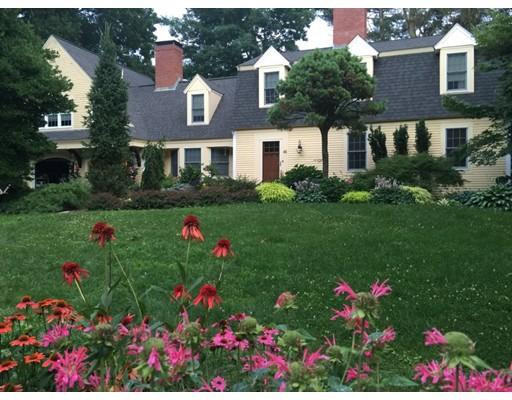Частный односемейный дом для того Продажа на 44 Lake Street 44 Lake Street Norfolk, Массачусетс 02056 Соединенные Штаты