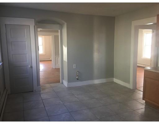 独户住宅 为 出租 在 34 Leete Springfield, 01108 美国