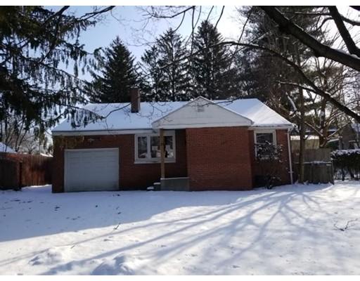 Частный односемейный дом для того Продажа на 121 Roy Street 121 Roy Street Springfield, Массачусетс 01104 Соединенные Штаты