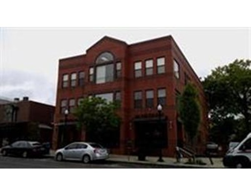 商用 为 出租 在 48 N. Pleasant Street 48 N. Pleasant Street Amherst, 马萨诸塞州 01002 美国