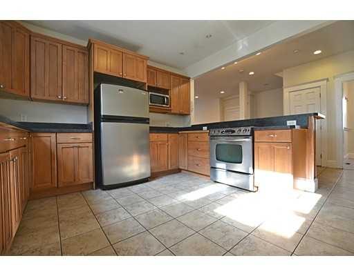 Apartamento por un Alquiler en 45 Radnor Rd #1 45 Radnor Rd #1 Boston, Massachusetts 02135 Estados Unidos