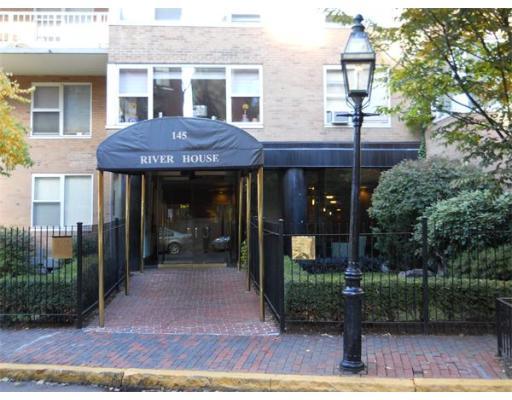 独户住宅 为 出租 在 145 Pinckney 波士顿, 马萨诸塞州 02114 美国