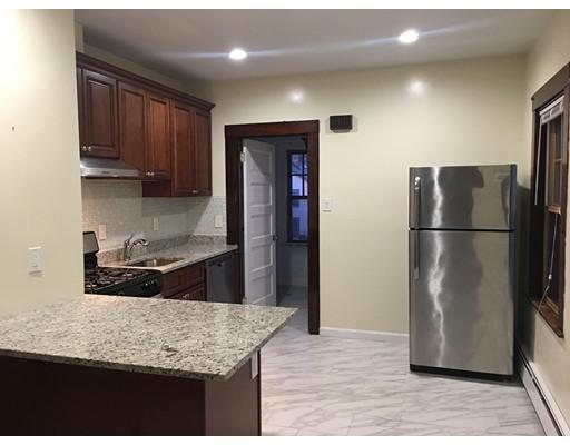 Appartement en copropriété pour l à louer à 33 PEARL STREET #2 33 PEARL STREET #2 Newton, Massachusetts 02458 États-Unis