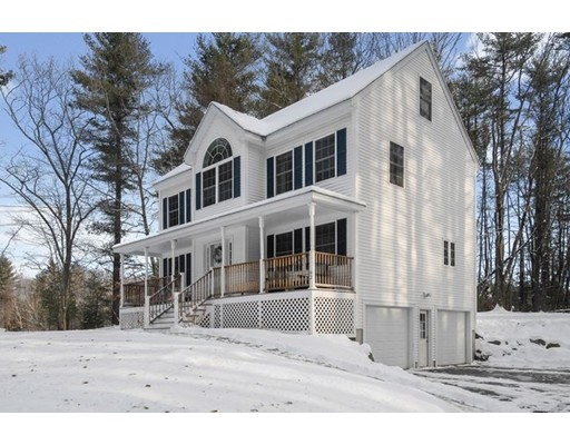 Single Family Home for Sale at 92 New Boston Road 92 New Boston Road Kingston, New Hampshire 03848 United States