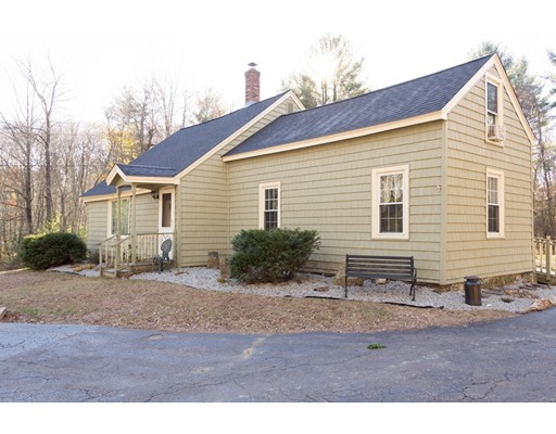 Single Family Home for Sale at 88 RAMSHORN ROAD 88 RAMSHORN ROAD Charlton, Massachusetts 01507 United States