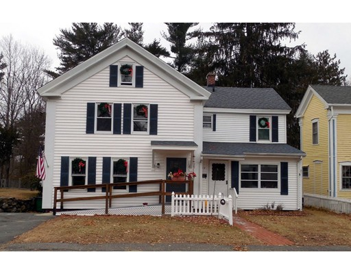 独户住宅 为 销售 在 15 Chestnut Street 15 Chestnut Street Ware, 马萨诸塞州 01082 美国