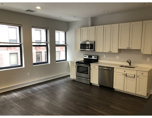 Additional photo for property listing at 153 milk  Boston, Massachusetts 02109 United States