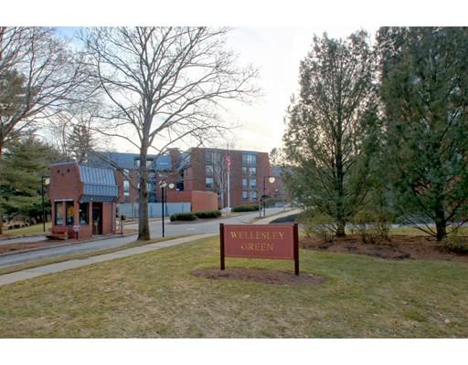 共管式独立产权公寓 为 销售 在 75 Grove Street 75 Grove Street 韦尔茨利, 马萨诸塞州 02482 美国