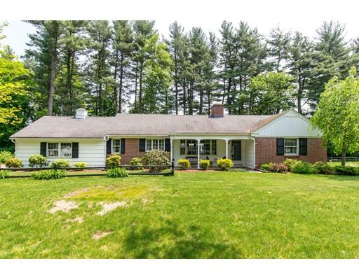 Maison unifamiliale pour l Vente à 5 E Colonial Road 5 E Colonial Road Wilbraham, Massachusetts 01095 États-Unis