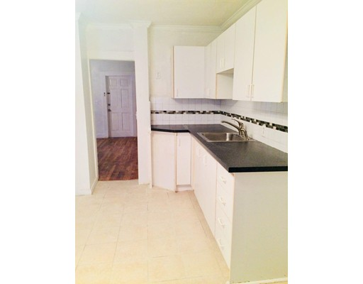 Additional photo for property listing at 8 Grant Street  Marlborough, Massachusetts 01752 United States