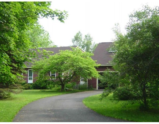 Casa Unifamiliar por un Venta en 416 Potwine Lane 416 Potwine Lane Amherst, Massachusetts 01002 Estados Unidos
