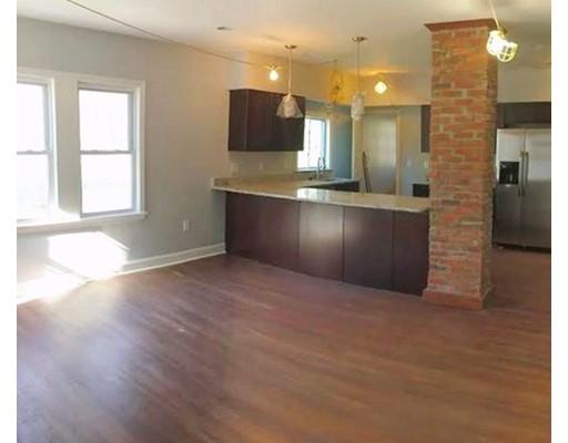 Casa Unifamiliar por un Alquiler en 241 Bainbridge Street Malden, Massachusetts 02148 Estados Unidos