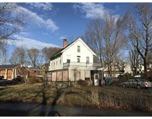 Casa Unifamiliar por un Alquiler en 2163 Commonwealth Avenue Newton, Massachusetts 02466 Estados Unidos