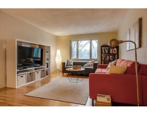 Condominio por un Venta en 122 Decatur Street #12 122 Decatur Street #12 Arlington, Massachusetts 02474 Estados Unidos