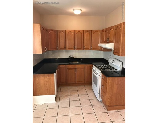 Additional photo for property listing at 106 Glenwood Road  Somerville, 马萨诸塞州 02145 美国