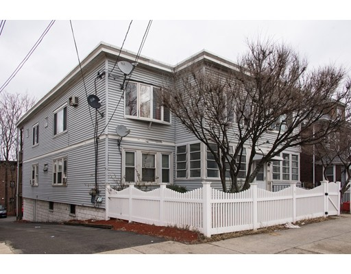 Casa Multifamiliar por un Venta en 221 Webster Avenue 221 Webster Avenue Chelsea, Massachusetts 02150 Estados Unidos