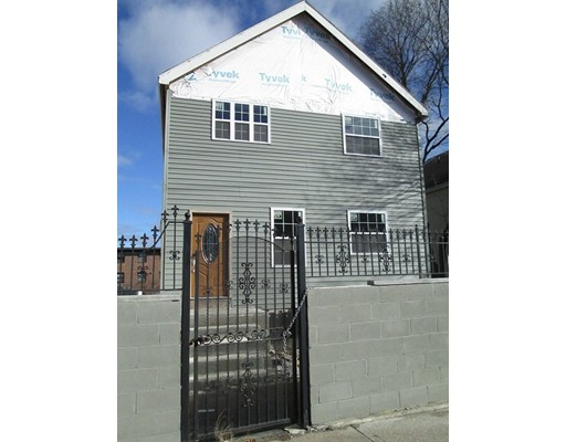 Casa Multifamiliar por un Venta en 235 Webster Avenue 235 Webster Avenue Chelsea, Massachusetts 02150 Estados Unidos