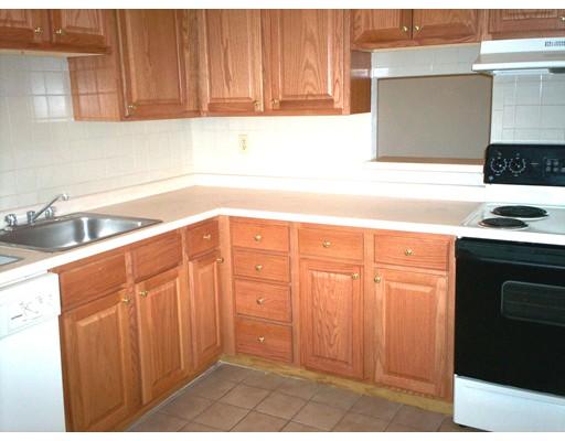 Casa Unifamiliar por un Alquiler en 2344 Commonwealth Avenue Newton, Massachusetts 02466 Estados Unidos