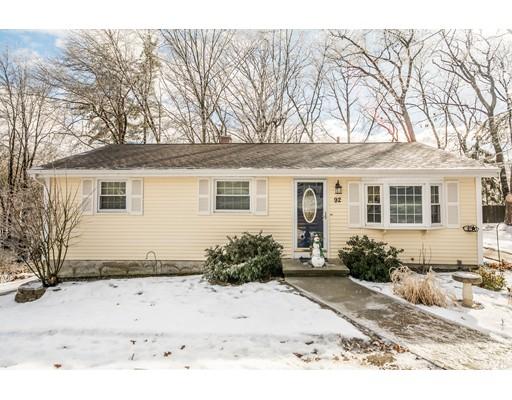 独户住宅 为 销售 在 92 Langholm Drive 92 Langholm Drive Nashua, 新罕布什尔州 03062 美国