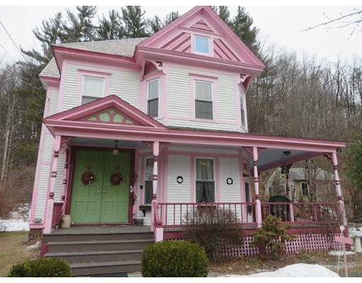 Частный односемейный дом для того Продажа на 193 Main Street 193 Main Street Charlemont, Массачусетс 01339 Соединенные Штаты