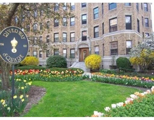 Additional photo for property listing at 122 Riverway  Boston, Massachusetts 02215 Estados Unidos